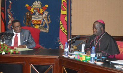 president-peter-mutharika-in-a-discussion-with-the-chairman-of-the-episcopal-conference-of-malawi-most-rev-thomas-luke-msusa-at-kamuzu-palace-c-stanley-makuti-600x356